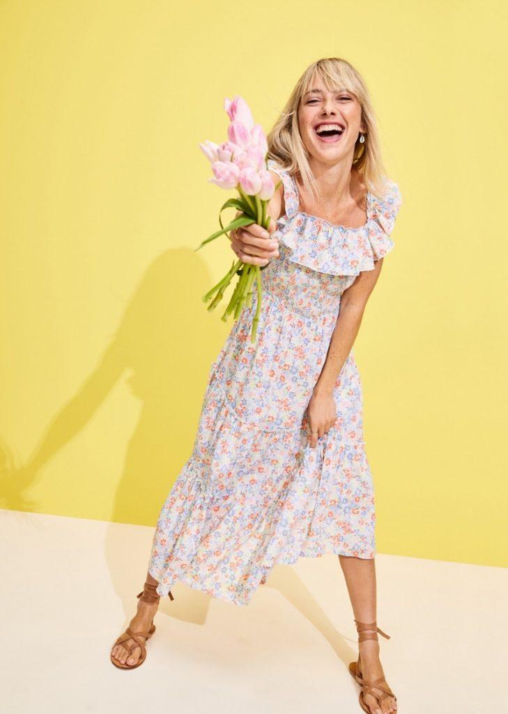 Váy hoa với sắc màu rực rỡ sẽ làm mùa hè của nàng thêm tươi mới