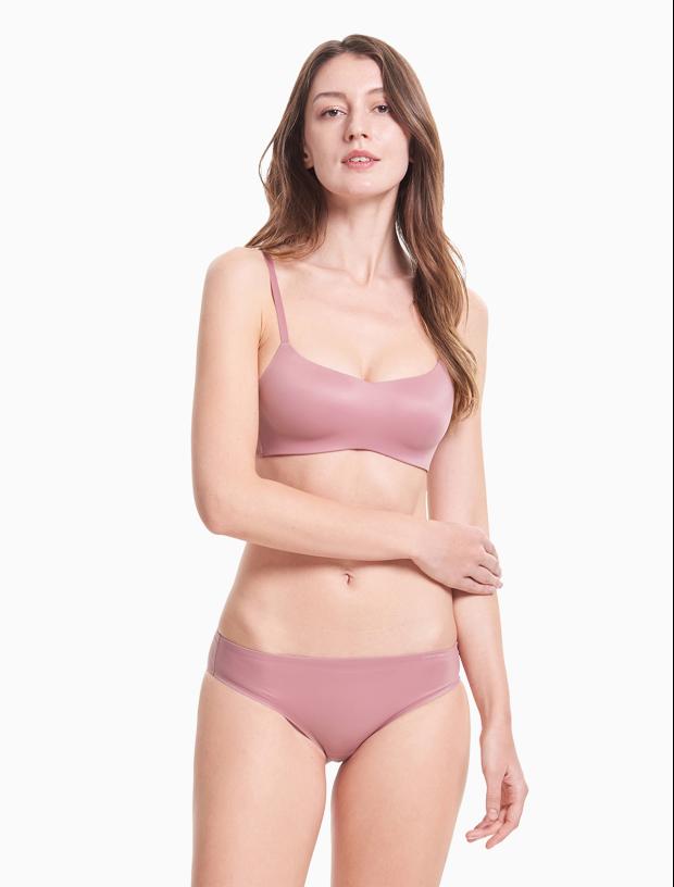 Áo lót công nghệ Liquid Touch của thương hiệu Calvin Klein