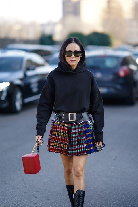 Phối đồ với áo hoodie theo phong cách Punk sẽ khiến bạn hút mắt mọi người xung quanh!