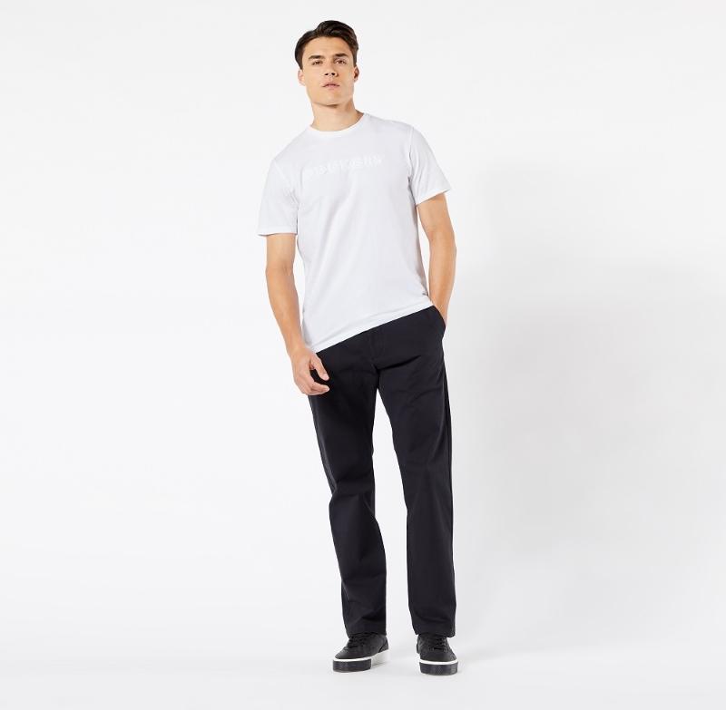 Nhẹ nhàng và đơn giản với quần kaki và áo thun nam màu trắng