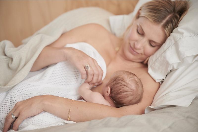 Hướng dẫn mẹ hút sữa đúng cách để bé có nguồn sữa tốt nhất   Ảnh 3